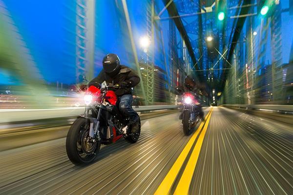 Victory'nin yeni elektrikli motosikleti Empulse TT tek şarjla 225 km gidebiliyor