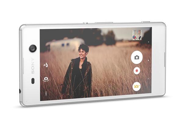 Sony'nin boyundan büyük işlere kalkışan yeni modeli : Xperia M5