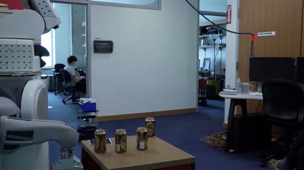 MIT'den içecek servis eden barmen ve garson robotlar