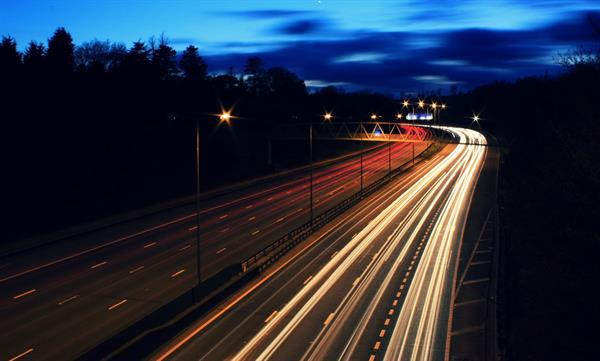 İngiltere elektrikli araçları kablosuz şarj edebilecek yolları bu yıl denemeye başlayacak