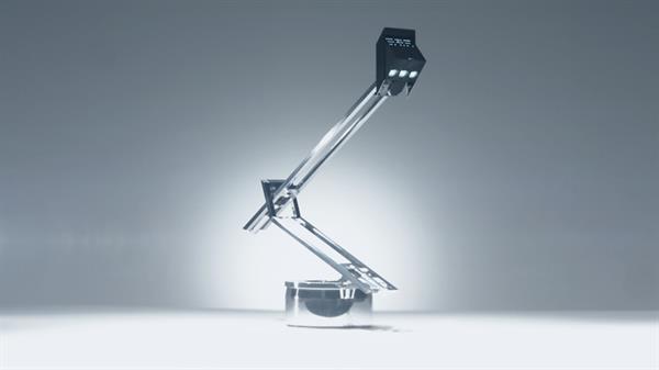 Robotik masa lambası sıra dışı görünümüyle dikkat çekiyor