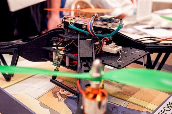 Bu kötü niyetli drone çevrenizde uçarken bilgilerinizi çalabilir