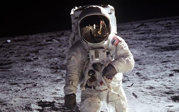 Neil Armstrong'un uzay giysisini onarmak için 720 bin dolar toplandı