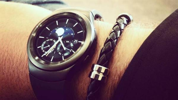 Samsung'un yeni akıllı saati Galaxy Gear S2'nin yeni bir fotoğrafı yayınlandı