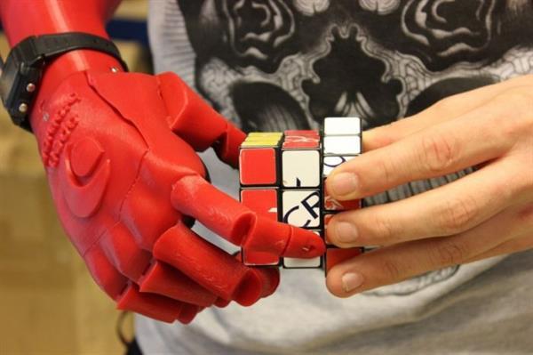 3D yazıcıyla üretilen biyonik el James Dyson Ödülü aldı