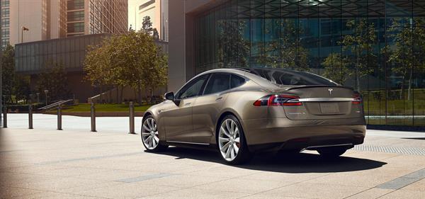 Tesla Model S sürücüsü tek şarjla 729 km giderek rekor kırdı