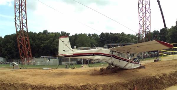 NASA araştırmalar için üçüncü kez uçak düşürdü
