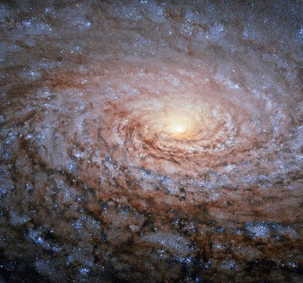 Hubble Uzay Teleskobu Ayçiçeği Galaksisi'ni görüntüledi