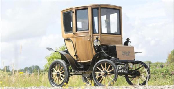 110 yıllık elektrikli otomobil 95 bin dolara satıldı