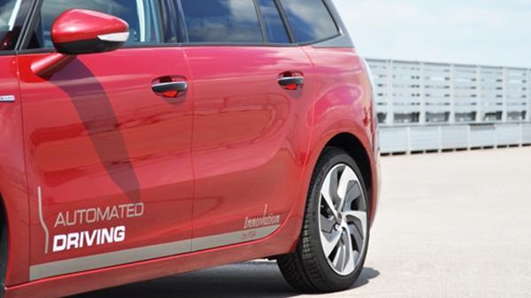 PSA Peugeot Citroën'in otonom aracı Paris'den Bordeaux'a gitmeyi başardı