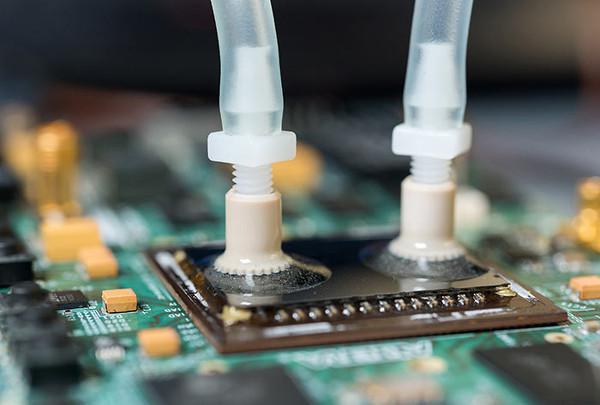 Sıvı soğutma artık işlemciye entegre olacak