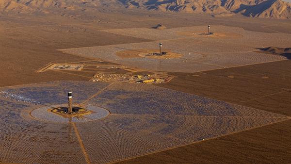 Dünyanın en büyük güneş enerjisi santrali elektrik üretmeye başladı