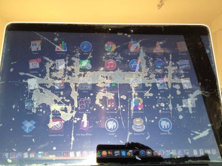 Apple, MacBook ve MacBook Pro modellerindeki ekran kaplaması için kalite programı başlatıyor
