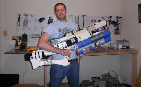 Meraklı bir geliştirici 3D yazıcılardan elektrik gücüyle ateşlenen silah üretmeyi başardı