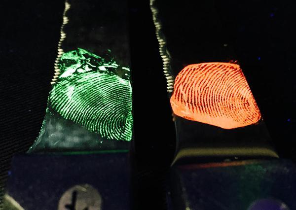 Parmak izi berileme sürecinde mor ışık devri