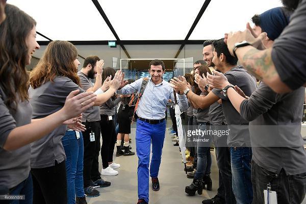 Apple Store Zorlu Center'da ilk iPhone 6S müşterisi belli oldu