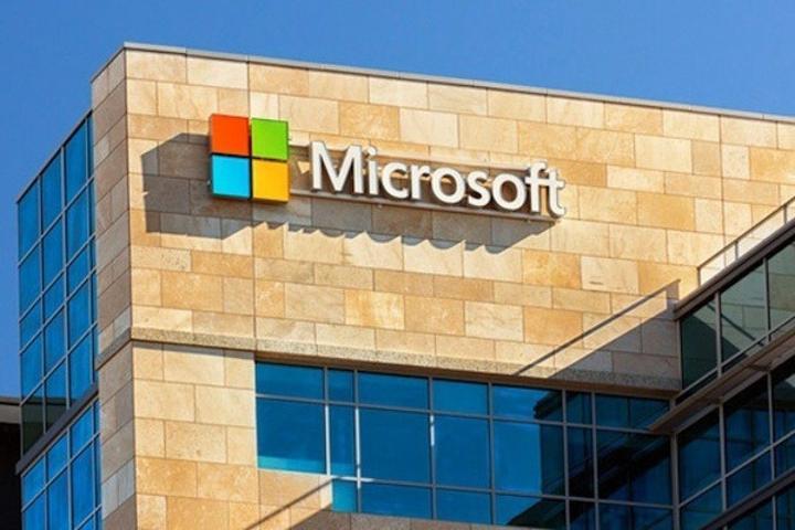 Microsoft'un gelirleri düşüyor ancak bulut tarafında hızlı büyüme var