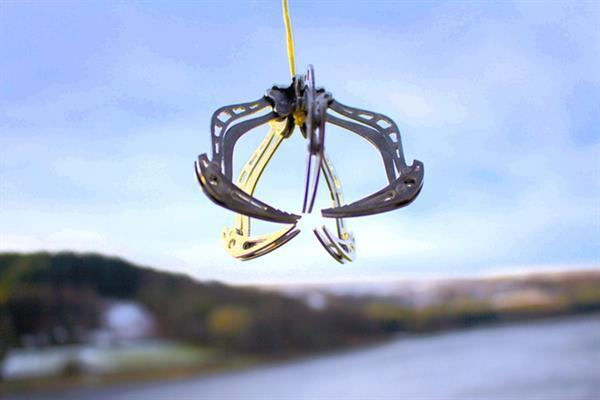Drone'lara özel kıskaç sistemi