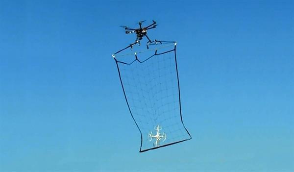 Tokyo, drone yakalamak için drone kullanmaya başladı