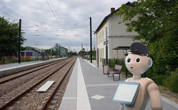 Pepper rootlar bu kez de Fransa'da tren istasyonlarında çalışmaya başladı