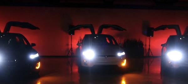 Tesla'dan Model X'li eğlenceli Noel kutlaması