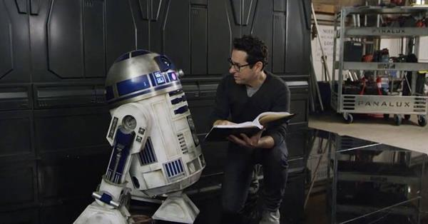 J.J. Abrams, Star Wars: Bölüm VIII'i yönetmediği için pişman