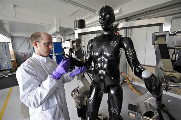 2020 yılında, robotlar 5 milyon işçinin yerini alacak