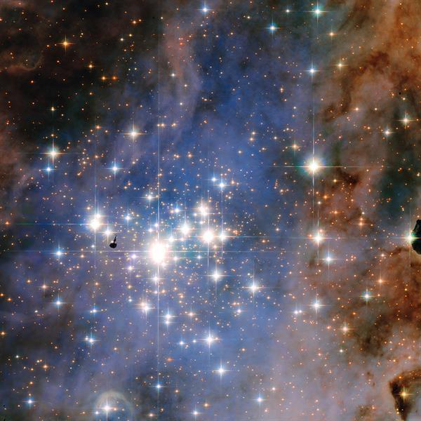 Hubble, galaksinin en parlak yıldızlarını görüntüledi