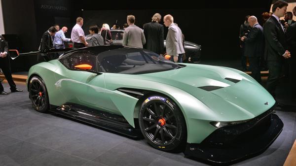 Aston Martin Vulcan, 3.4 milyon dolarlık yola çıkma yasaklı bir süper otomobil