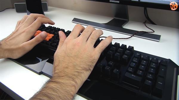 Bloody B740A Mekanik Klavye inceleme videosu