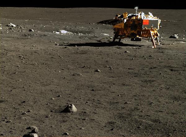 Çin'in keşif aracı Yutu'dan inanılmaz Ay fotoğrafları