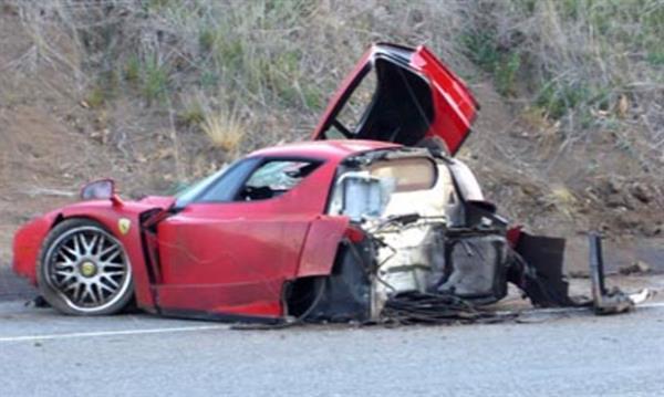 İkiye ayrılan Ferrari Enzo, yenilenen hali ile  1.7 milyon dolara satıldı