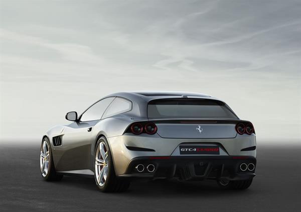 Ferrari FF yerini GTC4Lusso'ya bırakıyor