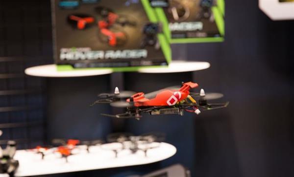 Oyunlaştırılmış 4 mini drone fuarın göz bebeği oldu