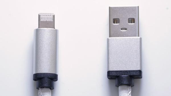 LMcable ile hem microUSB hem de Lightning aynı kabloda