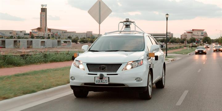 Google'ın sürücüsüz otomobili ilk defa kendi hatası nedeniyle kaza yaptı