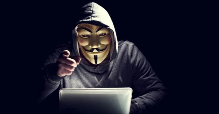Anonymous: Twitter hesaplarımızı kapatarak IŞİD'e destek oluyor