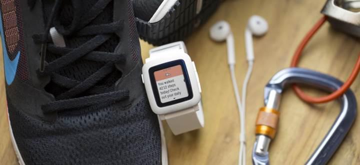 Pebble, akıllı saati için firmware, iOS ve Android güncellemeleri yayınladı