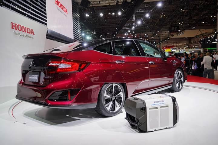 Honda'nın hidrojen yakıtlı arabası Clarity Fuel Cell piyasaya sürüldü