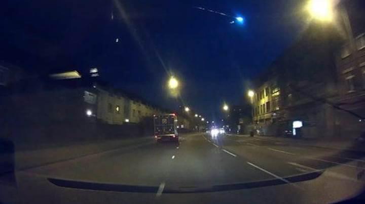 İngiltere semalarını aydınlatan dev meteorun muhteşem görüntüleri