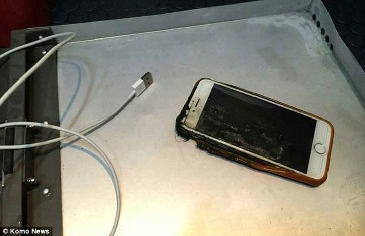 Uçakta alev alan iPhone 6 paniğe yol açtı