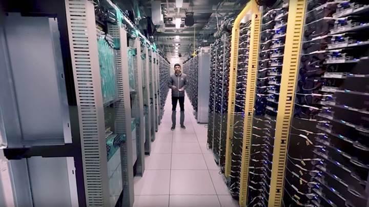 Google'a ait bir veri merkezinde 360 derecelik gezintiye çıkabilirsiniz