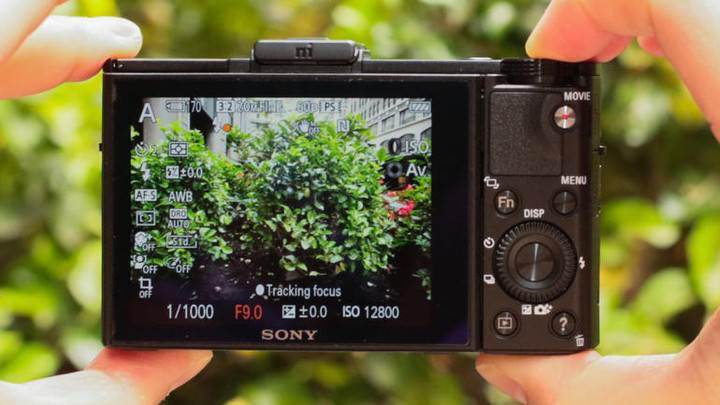 Akıllı telefonlarla rekabet, kamera üreticilerini üst seviyeye yöneltiyor