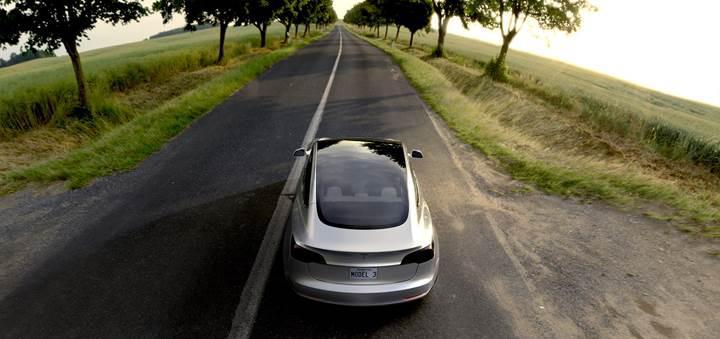 Tesla'nın ekonomik fiyatlı elektrikli otomobili Model 3 nihayet tanıtıldı