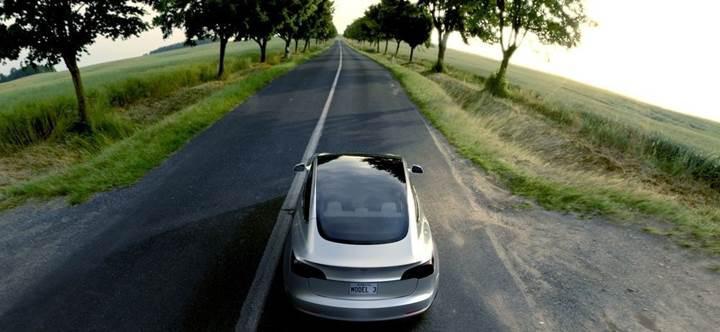 Tesla Model 3'ün ön siparişleri 300.000'e yaklaşıyor