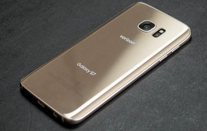 Samsung Galaxy S7 satışlarının 10 milyona yaklaştığı tahmin ediliyor