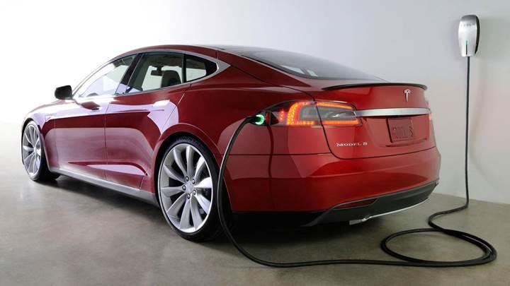Hollanda'da 2025 yılına kadar fosil yakıtlı araç satışının yasaklanması isteniyor
