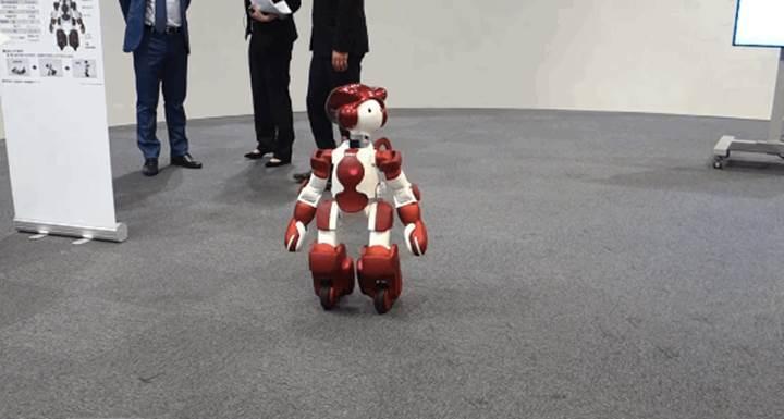 Hitachi yeni insansı robotu EMIEW3'ü tanıttı