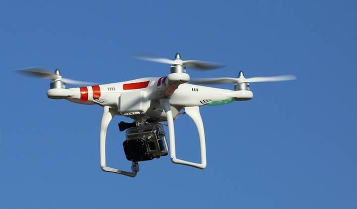 İngiltere'de bir drone yolcu uçağına çarptı