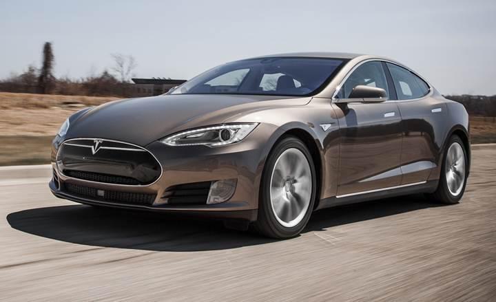 Tesla'nın otomatik pilot sistemi ciddi bir kazayı engelledi